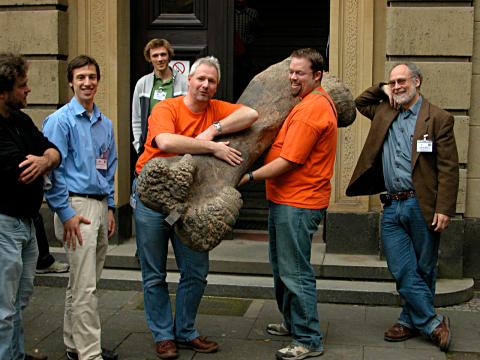 mike-and-matt-with-apatosaurus-femur-480