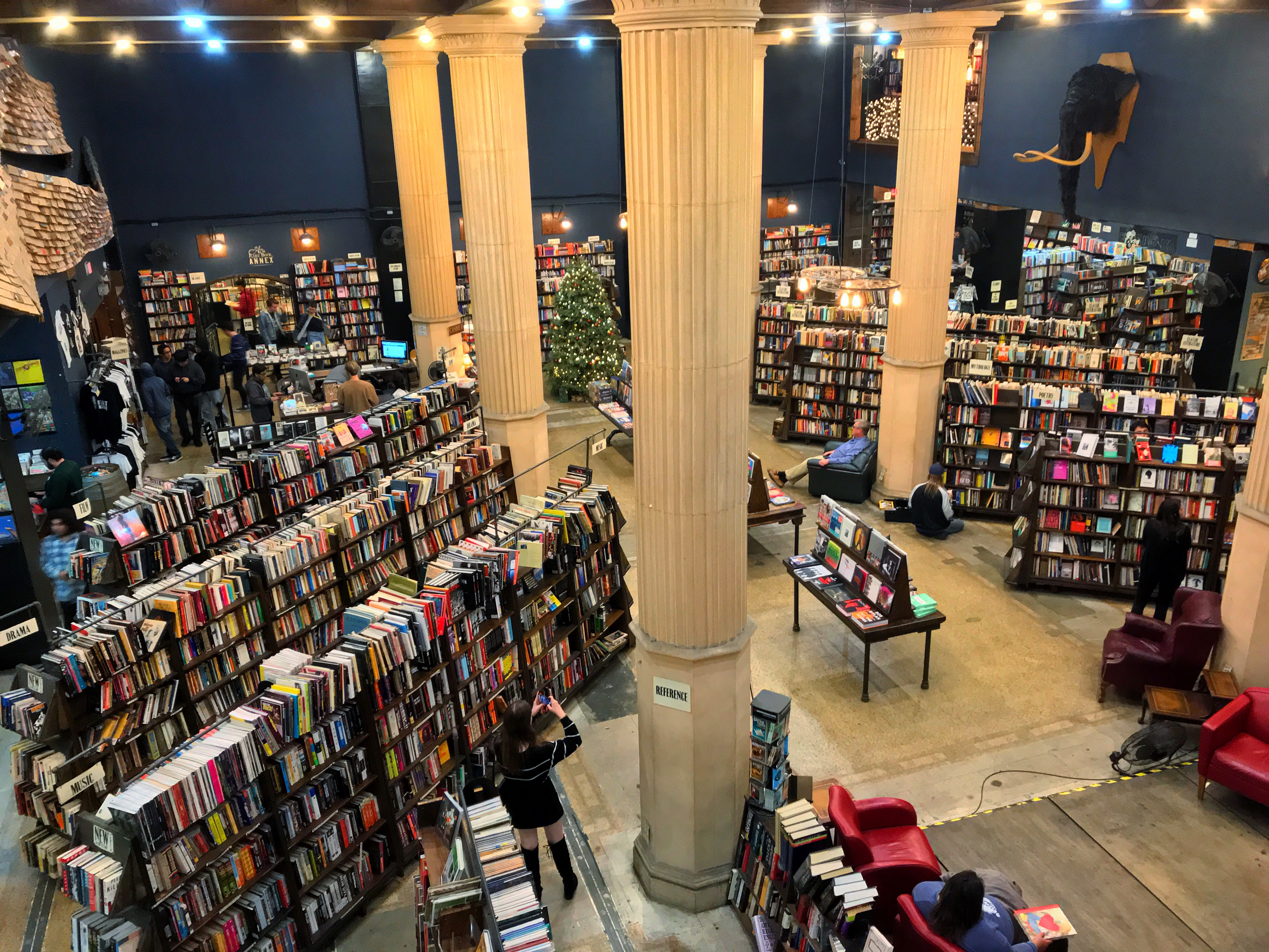 The fashion bookstore los angeles 39